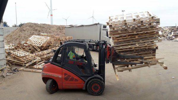 Onbruikbare palletten voor spaanindustrie of hernieuwbare energie